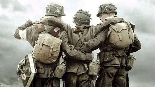 Soldados Amigos Abraçados