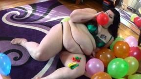 Sara Reign com balões